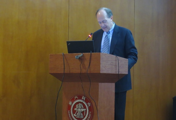 "Consul General Robert Griffiths gave his popular lecture ""U.S.-China Cooperation"""